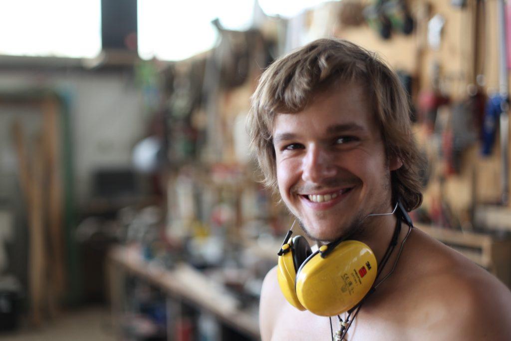 Werkhalle Mitarbeiter Bastian Dorando