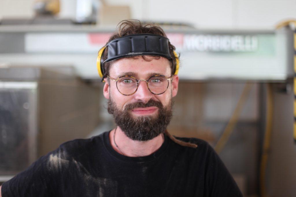 Werkhalle Mitarbeiter Sebastian Seifert